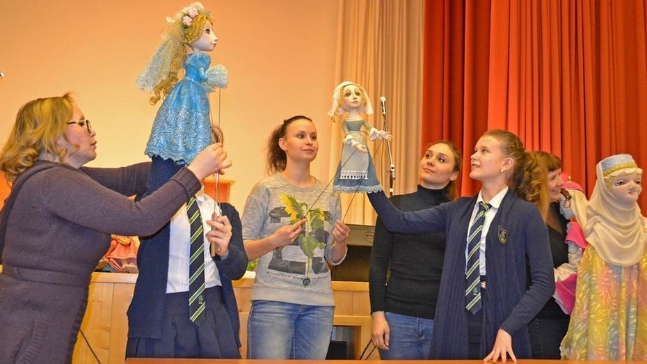 Бутурлиновские школьники посетили мастер-класс воронежских кукольников