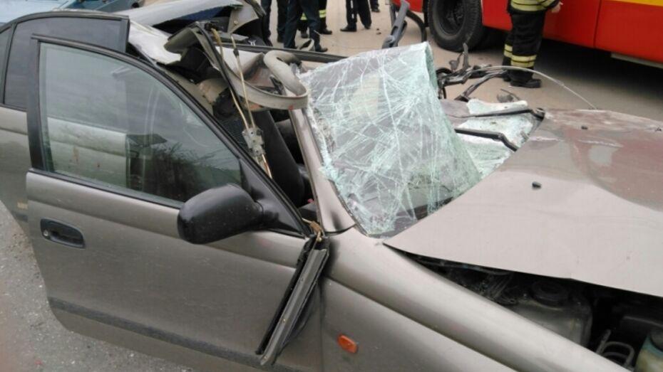 В Воронеже водитель выжил после сноса крыши Toyota