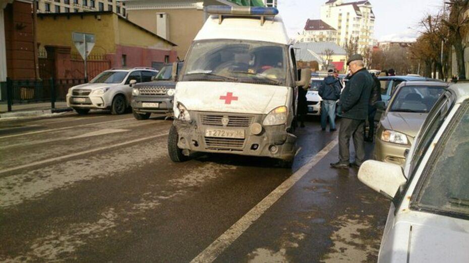 В Воронеже пьяный водитель «скорой» повредил 6 машин