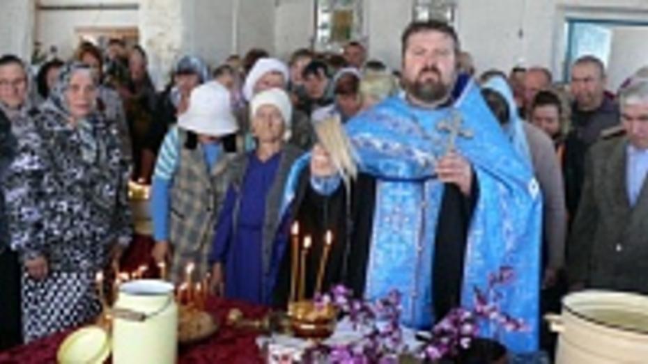 В Нижнем Карачане Грибановского района на месте разрушенного храма открыли молельный дом