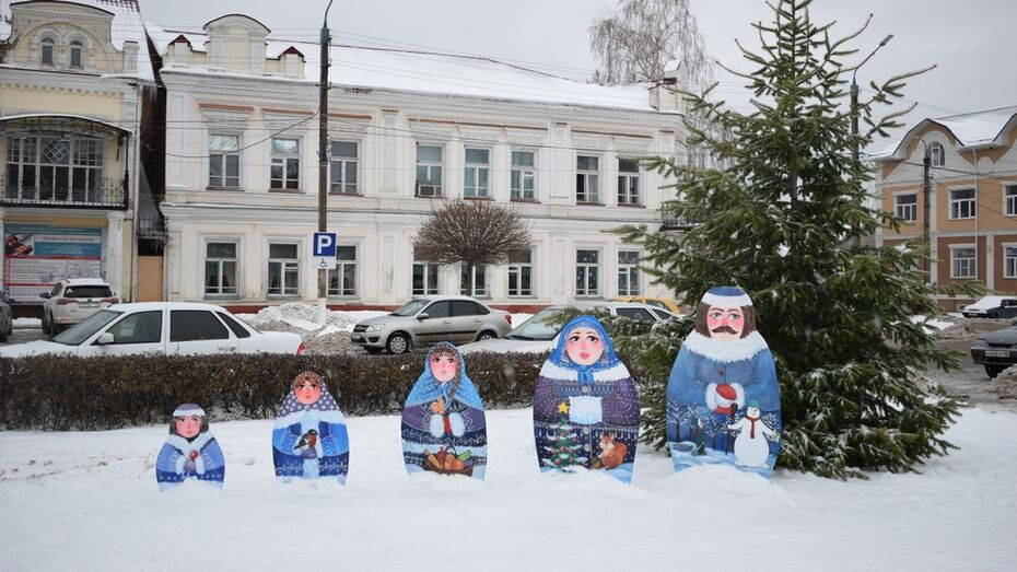 В центре Борисоглебска к Новому году установили фигуры матрешек
