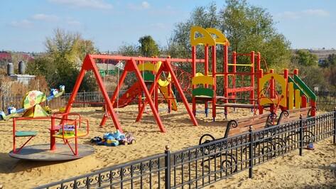 В семилукской Девице появились сразу 2 детские площадки
