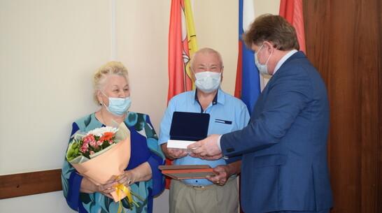 Золотым юбилярам совместной жизни из Борисоглебска вручили медаль «За любовь и верность»
