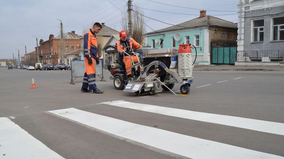 В Бутурлиновке нарисовали термопластиком пешеходный переход