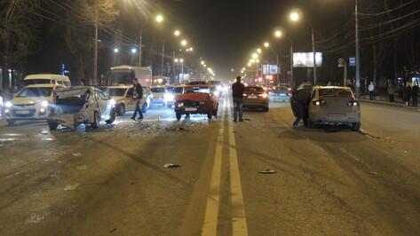 На Московском проспекте столкнулись три машины