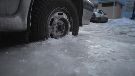 Воронежских автомобилистов попросили не парковаться в правых полосах в ночь на 13 февраля