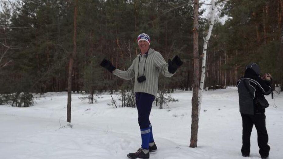 В Кантемировском районе глава сельского поселения учит детей кататься на лыжах