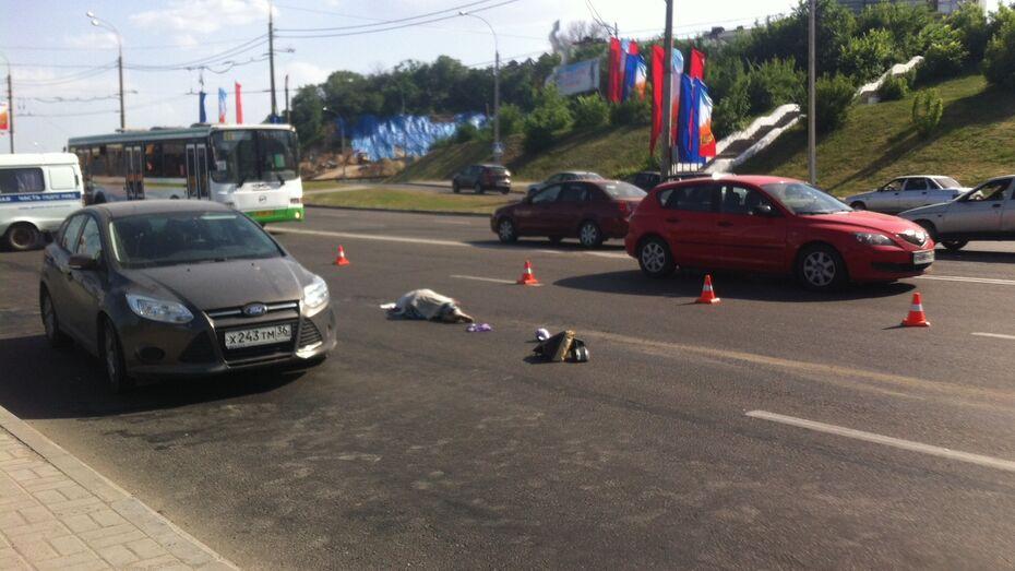 Подробности ДТП на Чернавском мосту: девушка выскочила перед иномаркой из-за автобуса