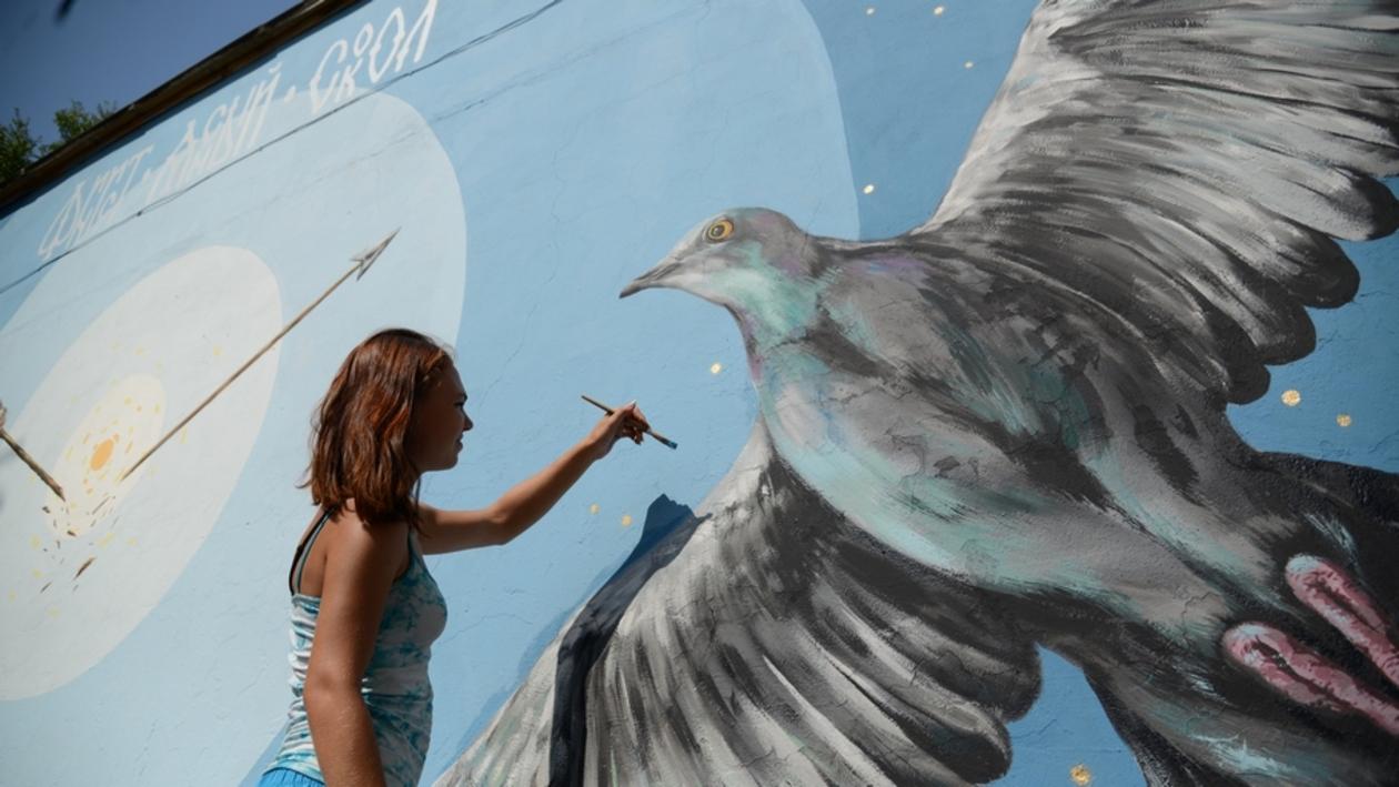 На стене воронежской библиотеки появились Финист-ясный сокол и Марья-голубка