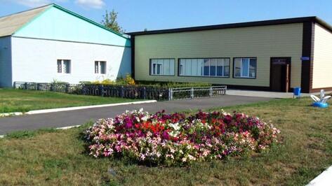 В лискинском селе Коломыцево капитально отремонтировали зрительный зал Дома культуры