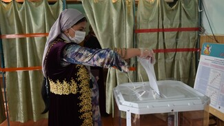 Жительницы грибановского села Верхний Карачан пришли на выборы в национальных костюмах