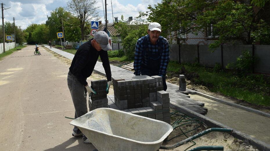 В кантемировском селе Титаревка впервые на центральной улице построили тротуар