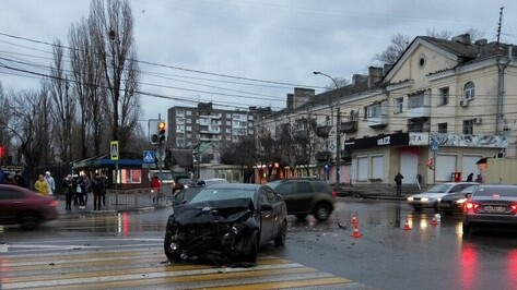 В Воронеже при столкновении Lifan и Mitsubishi пострадали 4 человека