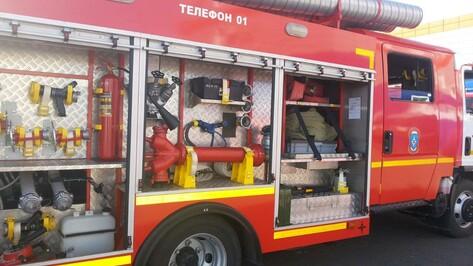 Спасатели эвакуировали 60 человек из горящего дома