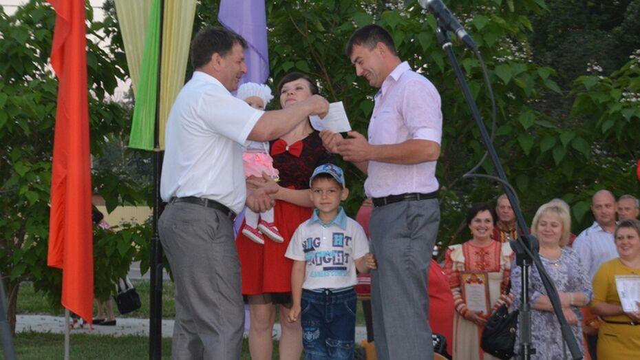 В Калаче пять семей получили сертификаты на строительство жилья