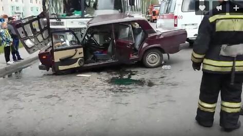 ДТП с маршруткой и «ВАЗом» в Воронеже попало на видео