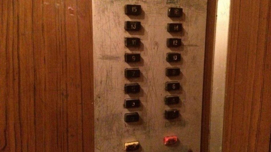 В многоэтажках Воронежской области заменят 372 лифта до 2020 года