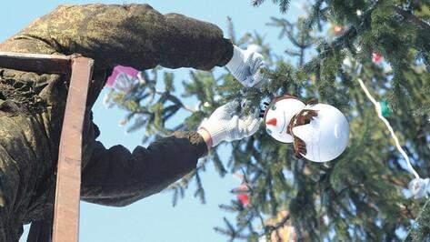 Воронежцев позвали охранять елки с 28 по 31 декабря