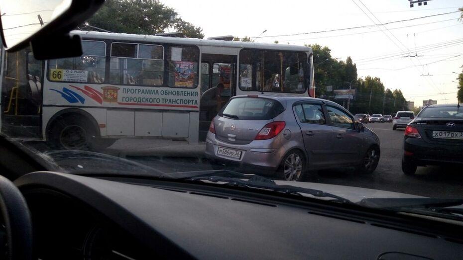 В Воронеже пассажир маршрутки пострадал в ДТП