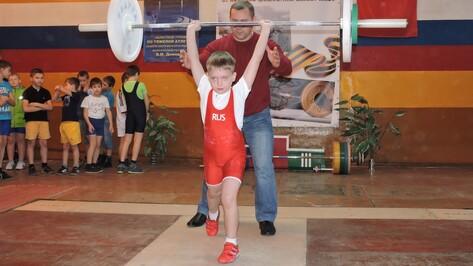 Кантемировские тяжелоатлеты завоевали 13 медалей на областном первенстве