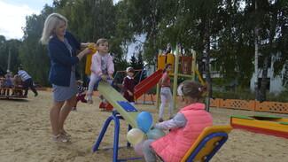 В новоусманском поселке Тимирязево впервые появилась детская площадка
