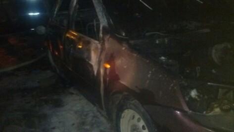 В Воронеже 8 марта сгорела машина