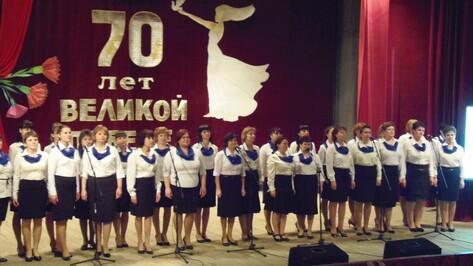 Верхнемамонцы выступили на гала-концерте самодеятельности педагогов