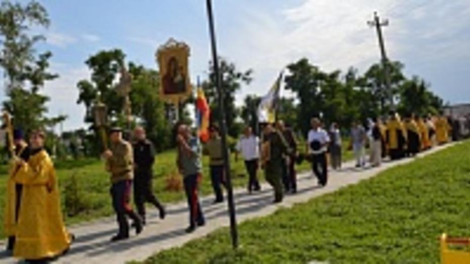 В Репьевке стартовал крестный ход, который пройдет по 25 населенным пунктам