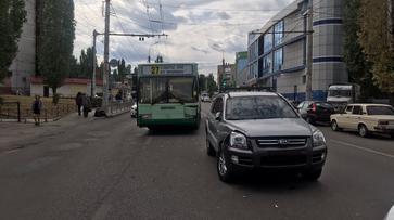 Пассажирский автобус №27 столкнулся с KIA в Воронеже