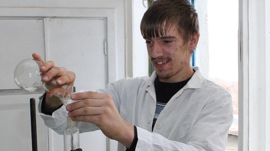 Хохольский школьник стал призером региональной олимпиады по химии