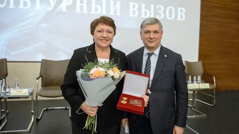 Олимпийская чемпионка Ирина Макогонова получила почетный знак Воронежской области