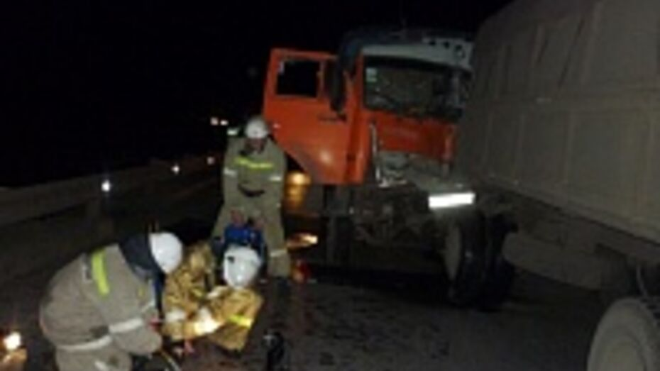 В Лискинском районе столкнулись два «КамАЗа»