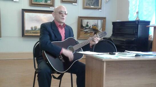 Лискинский бард исполнит свои песни в программе областного радио «Утренний курьер»
