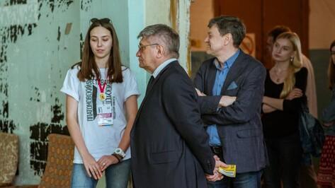 Александр Сокуров попросил у губернатора сохранить арт-центр «Коммуна» в Воронеже