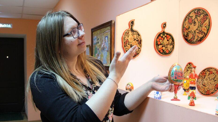 В Новохоперском музее выставили картины из шерсти и «поющее» пасхальное яйцо