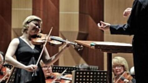 Английская скрипачка Алина Ибрагимова сыграла в Воронеже концерт Сибелиуса