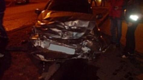 В Воронеже в ДТП на 9 Января пострадали два человека