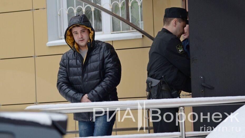 В воронежском суде началось заседание по продлению домашнего ареста Эдуарду Ельшину