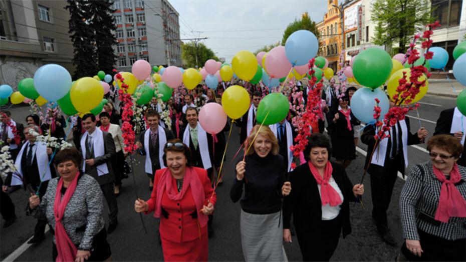 Участники первомайской демонстрации в Воронеже просили поднять зарплаты и ужесточить контроль за ЖКХ