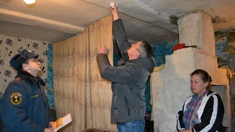 В Нижнедевицком районе в домах многодетных семей начали установку дымовых датчиков