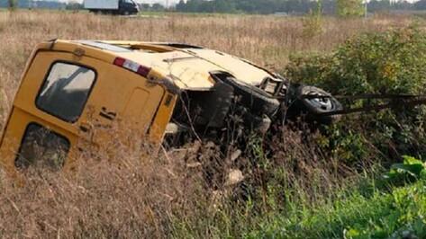 В Эртильском районе в больницу попали водитель и 7 пассажиров перевернувшейся «Газели»