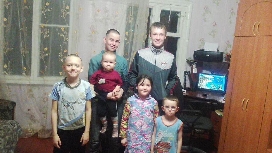 В Подгоренском районе многодетная семья взяла под опеку четверых детей