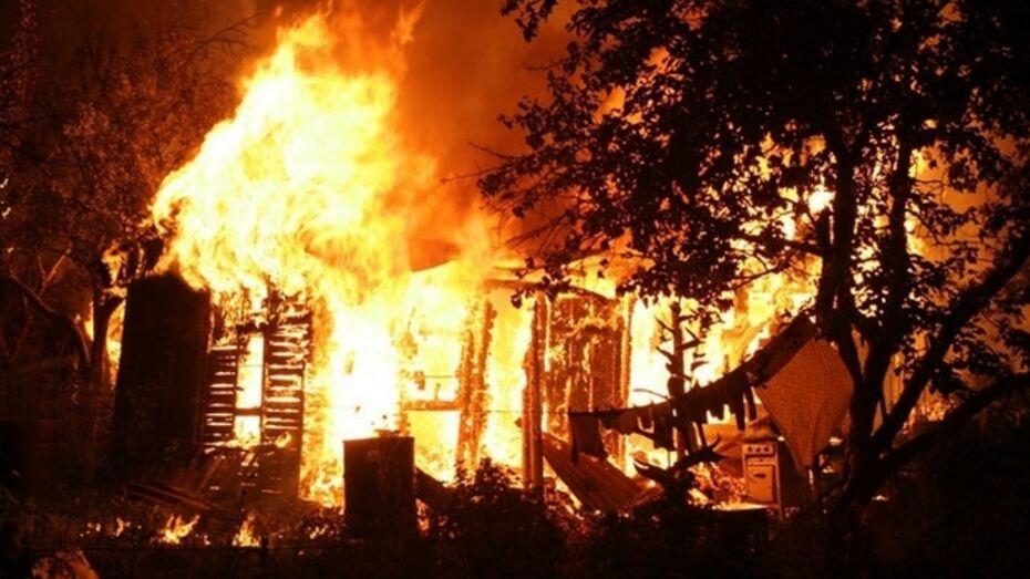 В Лисках за одну ночь сгорело пять сараев