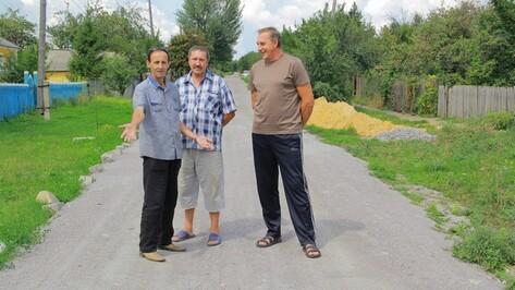 Жители Семилукского села привели в порядок дорогу, которая в непогоду становилась непроходимой
