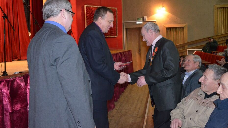 В Верхнемамонском районе ветераны получили первые юбилейные медали