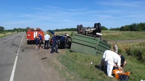 В Воронежской области столкнулись «Лада» и самосвал: пострадали трое