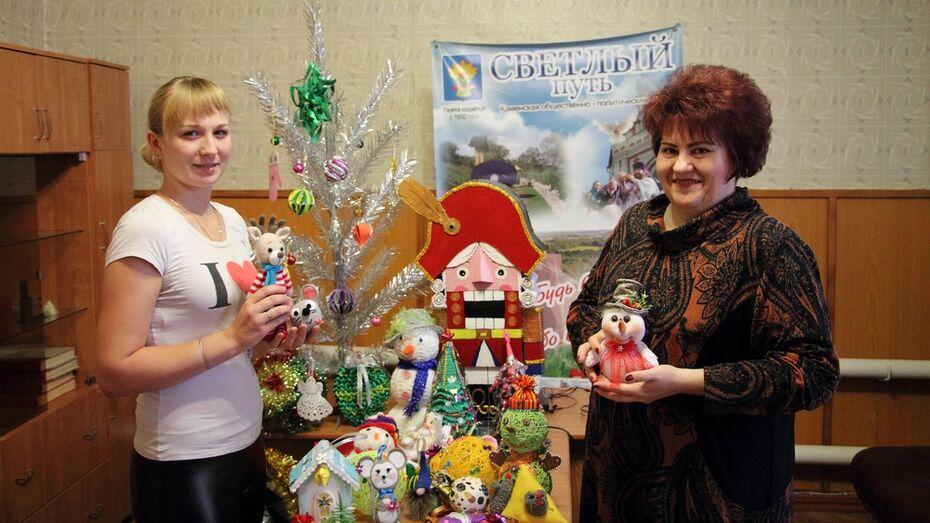 Жители Каменского района сделали елочные игрушки для детсадов