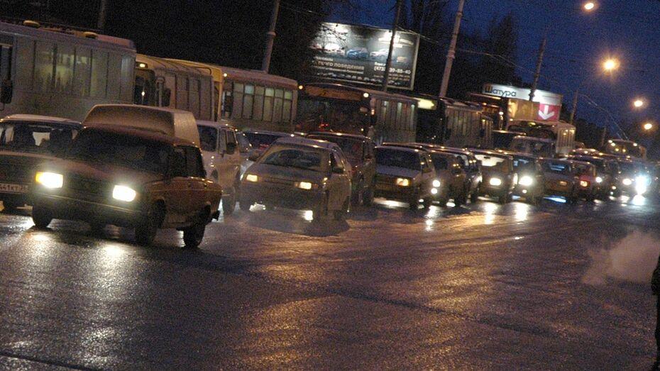 В Воронеже после салюта образовались трехкилометровые пробки