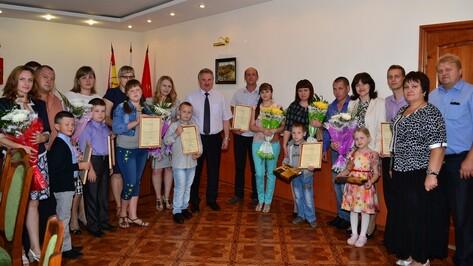 В Грибановском районе молодые семьи получили сертификаты на улучшение жилищных условий