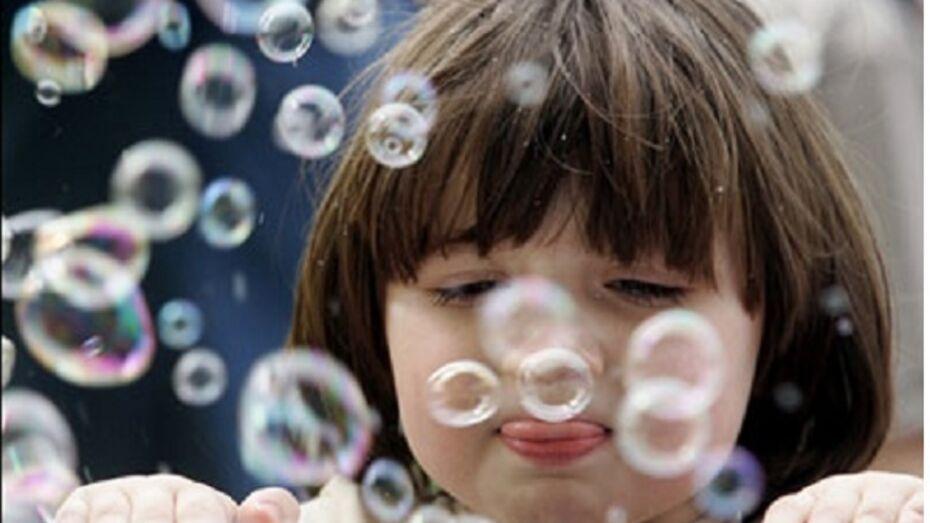 Пятилетнюю американку отчислили из детского сада за мыльные пузыри
